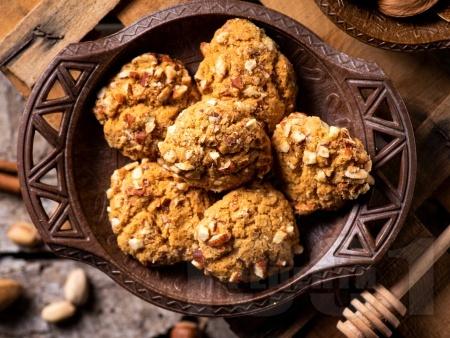 Хрупкави бисквити / сладки с бадеми - снимка на рецептата
